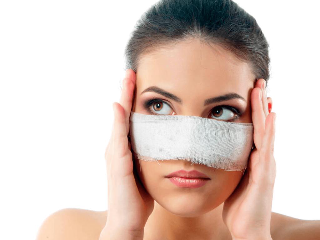 Quanto tempo leva para se recuperar de uma cirurgia plástica no nariz?